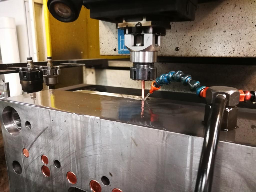 D-MOLD Mécanique de précision et Conception d'outillage à Le Chambon Feugerolles